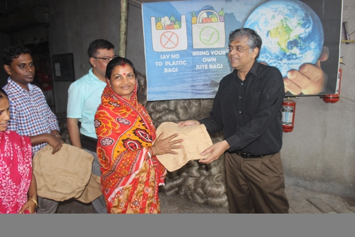 Distribution of Jute Bag on 21 September 2019 by Shri Sanjay Sharan, JS (FIBRE), Ministry of Textiles, Govt. of India at Jute Unit (Ecotex)