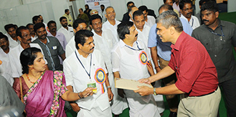 Shri T Ayyappan, Market Promotion Officer, NJB with Shri.Adoor Prakash, Minister for Revenue and Coir, Govt. of Kerala, at Coir Kerala 2016 on 1st Feb 2016